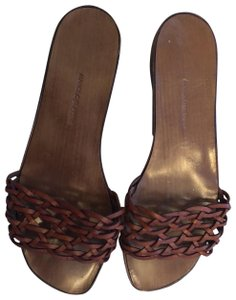 ac15ac944b8ca Brown Manolo Blahnik Sandals Up to 90% off at Tradesy