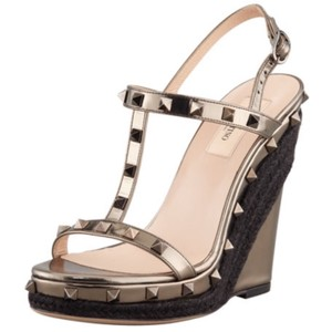 ac68e38018a Valentino Wedges - Up to 70% off at Tradesy