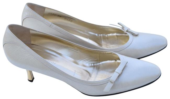 Item - Cream Leather Pumps Size US 8 Regular (M, B)