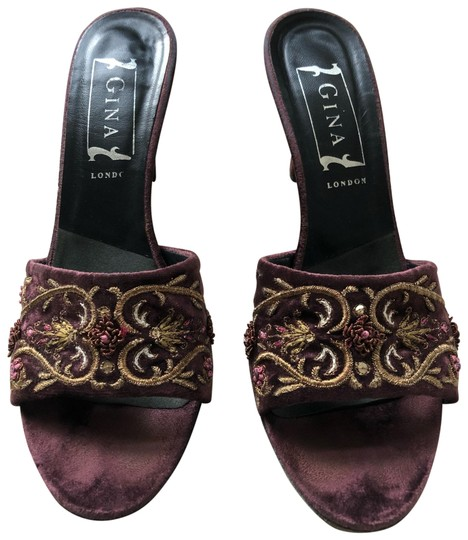 Preload https://img-static.tradesy.com/item/25133239/aubergine-velvet-embroidered-sandals-size-us-8-regular-m-b-0-1-540-540.jpg