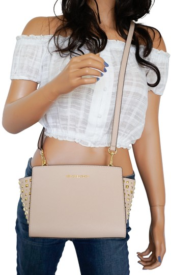 Preload https://img-static.tradesy.com/item/25133511/michael-kors-selma-stud-pink-ballet-saffiano-leather-messenger-bag-0-1-540-540.jpg