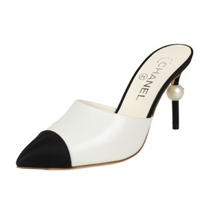 Chanel Goatskin Leather Pointed Toe Pearl White And Black Mules