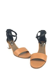 62ece6a27a8a Gold Hermès Sandals - Up to 90% off at Tradesy