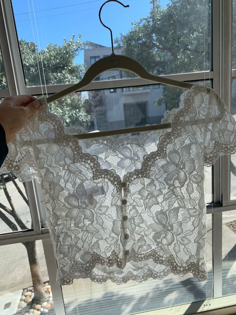 Item - White Lace Cap Sleeve Top