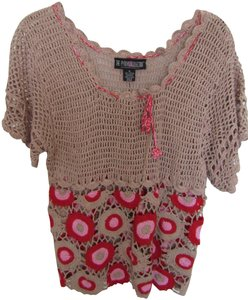 The Pyramid Collection Top Red & Tan