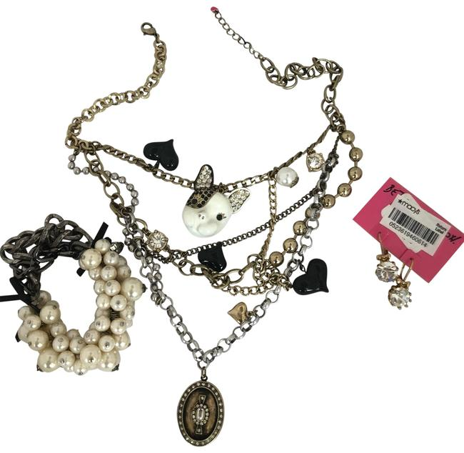 Item - Black with Pearls O