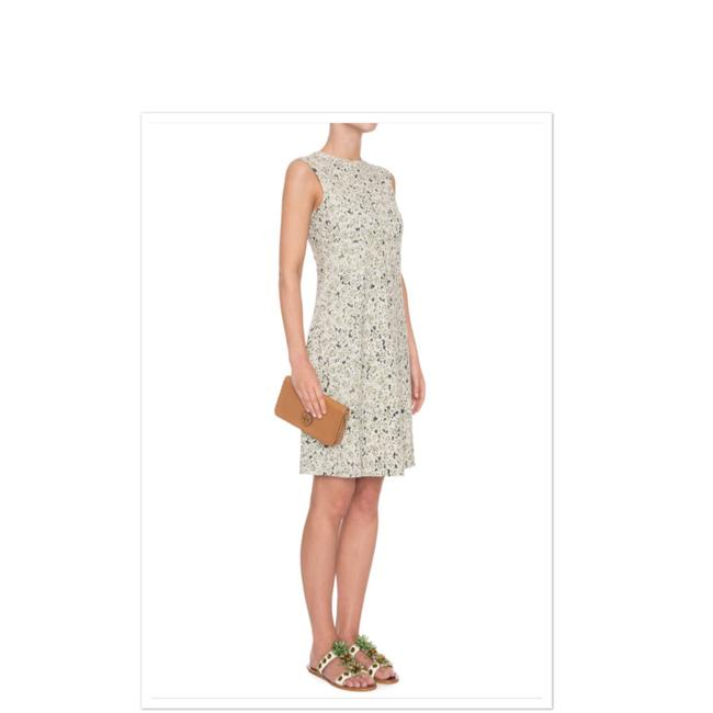 Preload https://img-static.tradesy.com/item/25139472/tory-burch-white-green-valerie-a-line-floral-crepe-jersey-mid-length-short-casual-dress-size-4-s-0-0-650-650.jpg