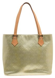 9f0858c5dcf3 Green Louis Vuitton Bags - Up to 90% off at Tradesy (Page 3)
