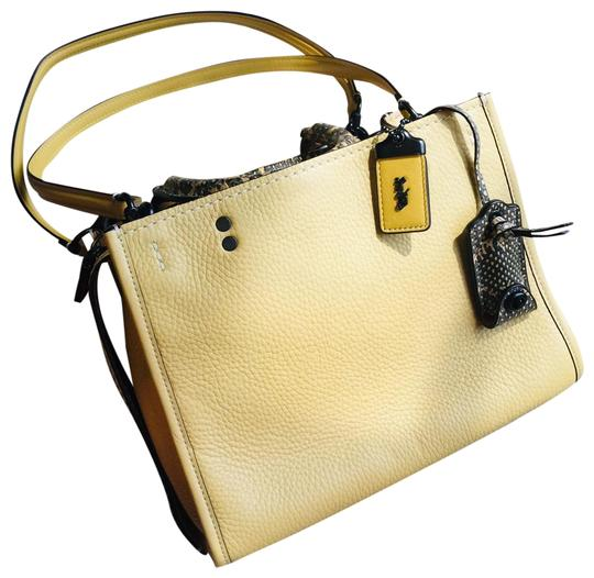 Preload https://img-static.tradesy.com/item/25139835/coach-1941-rogue-25-with-snake-yellow-glovetanned-pebble-leather-snakeskin-leather-satchel-0-1-540-540.jpg