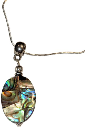 Preload https://img-static.tradesy.com/item/25140101/blue-green-silver-abalone-shell-sterling-pendant-j3640-necklace-0-1-540-540.jpg