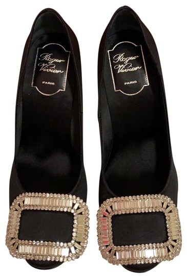 Preload https://img-static.tradesy.com/item/25140274/roger-vivier-black-belle-de-nuit-satin-pumps-size-us-5-regular-m-b-0-1-540-540.jpg