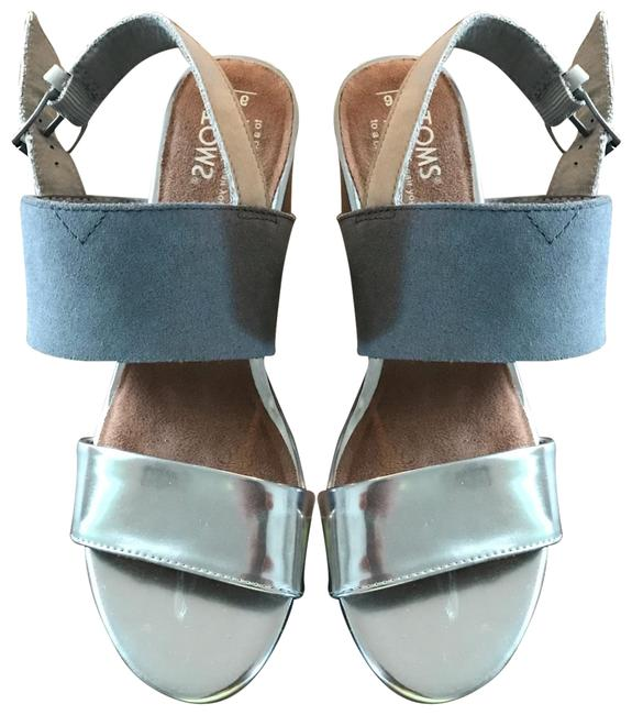 Item - Silver and Gray Poppy Sand Sandals Size US 6 Regular (M, B)