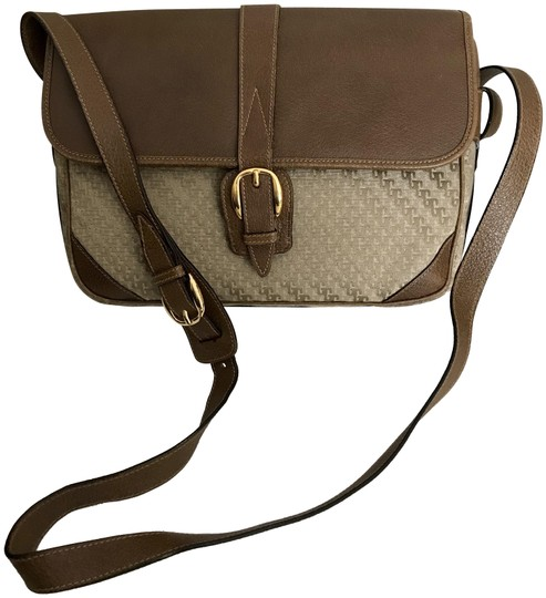 Preload https://img-static.tradesy.com/item/25148635/gucci-vintage-80s-satin-jacquard-shoulder-boarksin-beige-sateen-cross-body-bag-0-1-540-540.jpg