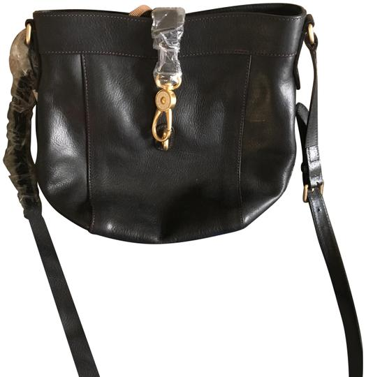 Preload https://img-static.tradesy.com/item/25149020/dooney-and-bourke-sadie-feed-smaller-version-black-leather-cross-body-bag-0-1-540-540.jpg