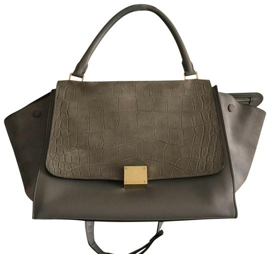 Preload https://img-static.tradesy.com/item/25149407/celine-large-croc-embossed-grey-leather-cross-body-bag-0-1-540-540.jpg