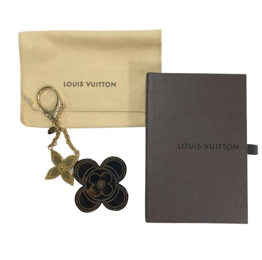 Preload https://img-static.tradesy.com/item/25149802/louis-vuitton-gold-suck-tapage-and-silver-tone-bag-charm-0-1-540-540.jpg