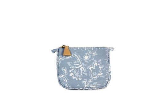 Preload https://img-static.tradesy.com/item/25149842/aerin-bluewhite-batik-small-beauty-cosmetic-bag-0-0-540-540.jpg