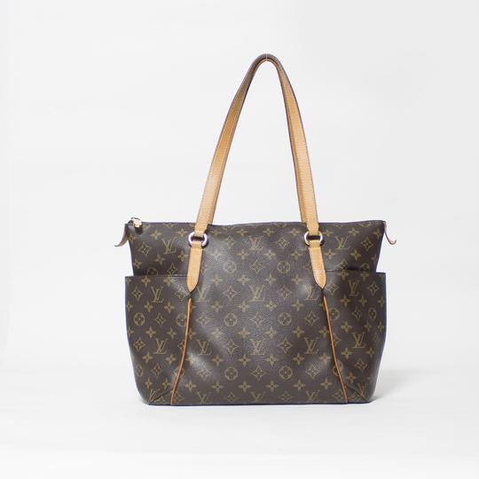 Louis Vuitton Totally Mm Monogram Tote in Brown Image 1