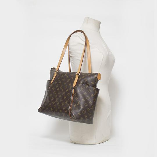 Louis Vuitton Totally Mm Monogram Tote in Brown Image 11