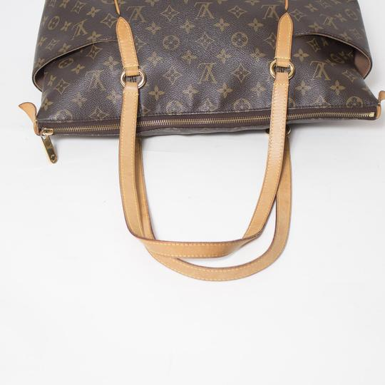 Louis Vuitton Totally Mm Monogram Tote in Brown Image 7