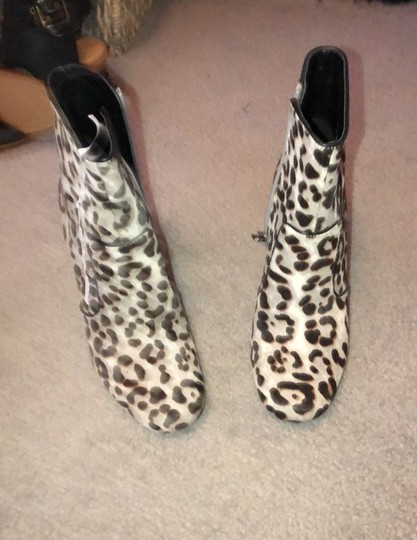 Nine West leopard like print gray brown Boots Image 1