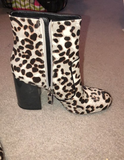 Nine West leopard like print gray brown Boots Image 2
