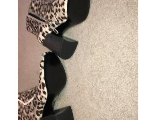Nine West leopard like print gray brown Boots Image 3