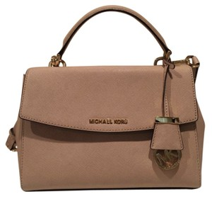 50e6063403b3 Michael Kors Satchels - Up to 70% off at Tradesy