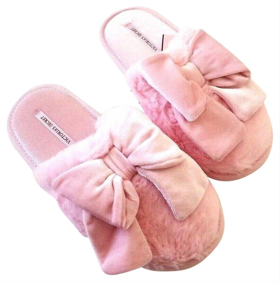 info for 50556 9812a Victoria's Secret Pink White New Velvet Faux Fur Bow Slippers Super Soft  Sandals Size US 6 Regular (M, B)