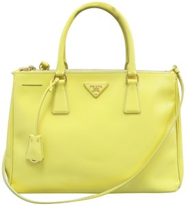 973b956c60 Prada Bags on Sale - Up to 70% off at Tradesy