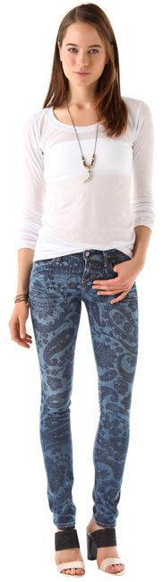 Item - Distressed Avedon Low Rise Leg Skinny Jeans Size 26 (2, XS)