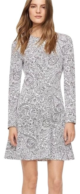 Preload https://img-static.tradesy.com/item/25162322/tory-burch-white-and-black-doodle-short-casual-dress-size-0-xs-0-1-650-650.jpg