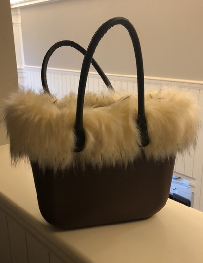O bag Tote in brown with white faux fur Image 1