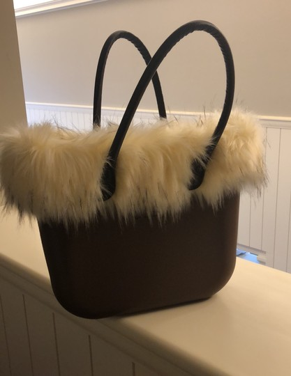 O bag Tote in brown with white faux fur Image 3