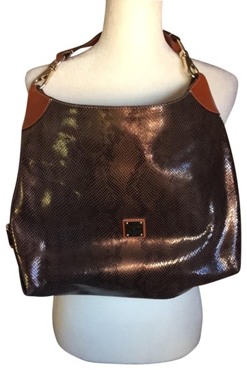 Preload https://img-static.tradesy.com/item/25170832/dooney-and-bourke-tote-sized-brown-leather-baguette-0-1-540-540.jpg