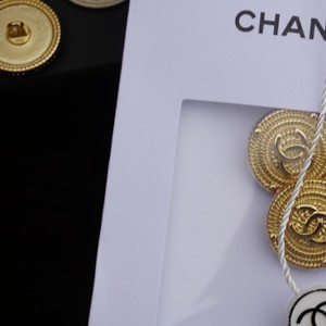 Chanel buttons 9 pieces 0,8 inch 20 mm gold tone logo CC 100% Authentic Chanel Buttons 9 pieces logo CC 20 mm 0,8 inch