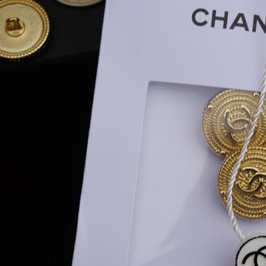 Chanel buttons 9 pieces 0,8 inch 20 mm gold tone logo CC 100% Authentic Chanel Buttons 9 pieces logo CC 20 mm 0,8 inch Image 0