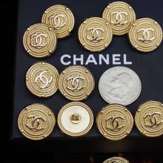 Chanel buttons 9 pieces 0,8 inch 20 mm gold tone logo CC 100% Authentic Chanel Buttons 9 pieces logo CC 20 mm 0,8 inch Image 10