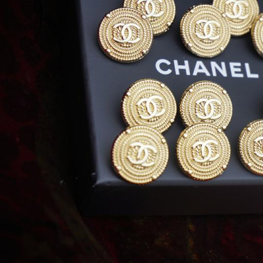 Chanel buttons 9 pieces 0,8 inch 20 mm gold tone logo CC 100% Authentic Chanel Buttons 9 pieces logo CC 20 mm 0,8 inch Image 11