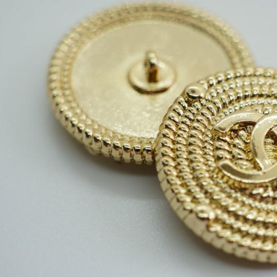 Chanel buttons 9 pieces 0,8 inch 20 mm gold tone logo CC 100% Authentic Chanel Buttons 9 pieces logo CC 20 mm 0,8 inch Image 4