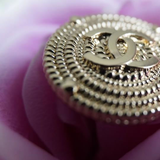 Chanel buttons 9 pieces 0,8 inch 20 mm gold tone logo CC 100% Authentic Chanel Buttons 9 pieces logo CC 20 mm 0,8 inch Image 6