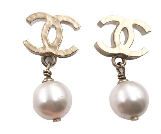 Preload https://img-static.tradesy.com/item/25171690/chanel-gold-plated-hammered-cc-faux-pearl-dangle-piercing-earrings-0-0-540-540.jpg