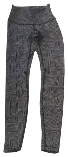 Item - Black and White Activewear Bottoms Size 4 (S)