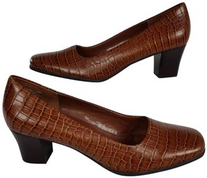 Rockport Classic Career Brown Pumps