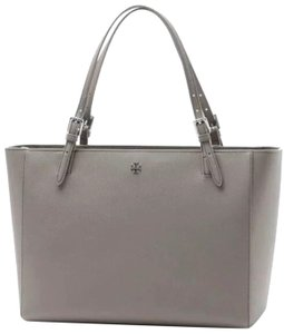 9242f93413d0 Tory Burch Bags on Sale - Up to 70% off at Tradesy