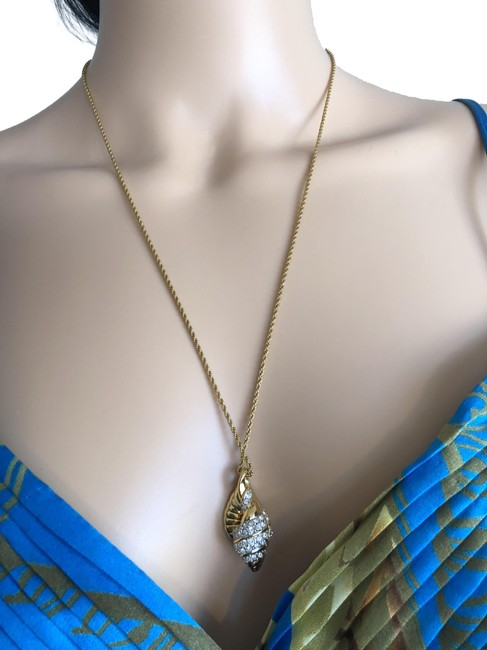 Item - Gold Shell Necklace