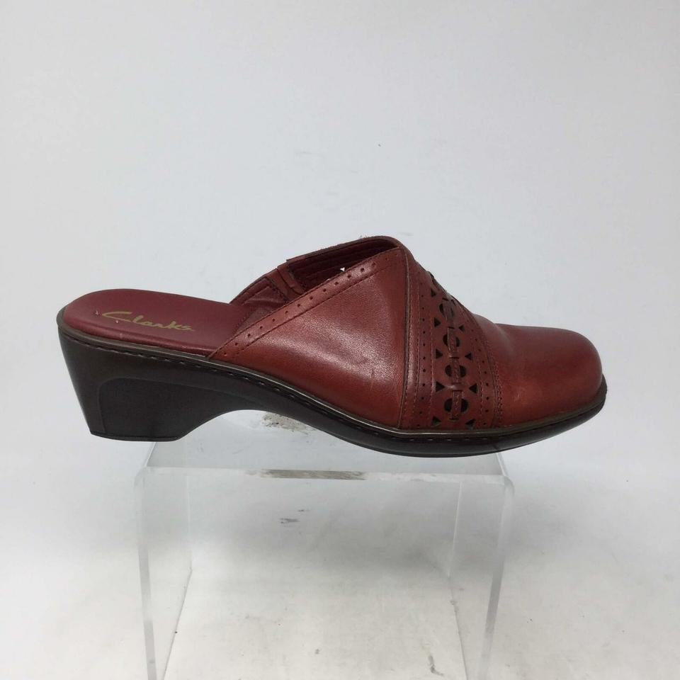 e6745201b685a Clarks Maroon Women's Leather Mules/Slides Size US 8.5 Regular (M, B) 61%  off retail