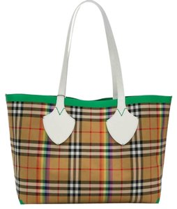 5342af7bd8a9 Burberry Bags and Purses on Sale - Up to 70% off at Tradesy