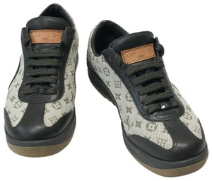 b1f0dd832c6a Louis Vuitton Sneakers - Up to 70% off at Tradesy