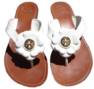 Tory Burch Thong Gold Logo Patent Leather Flats Run A Little Small White Sandals